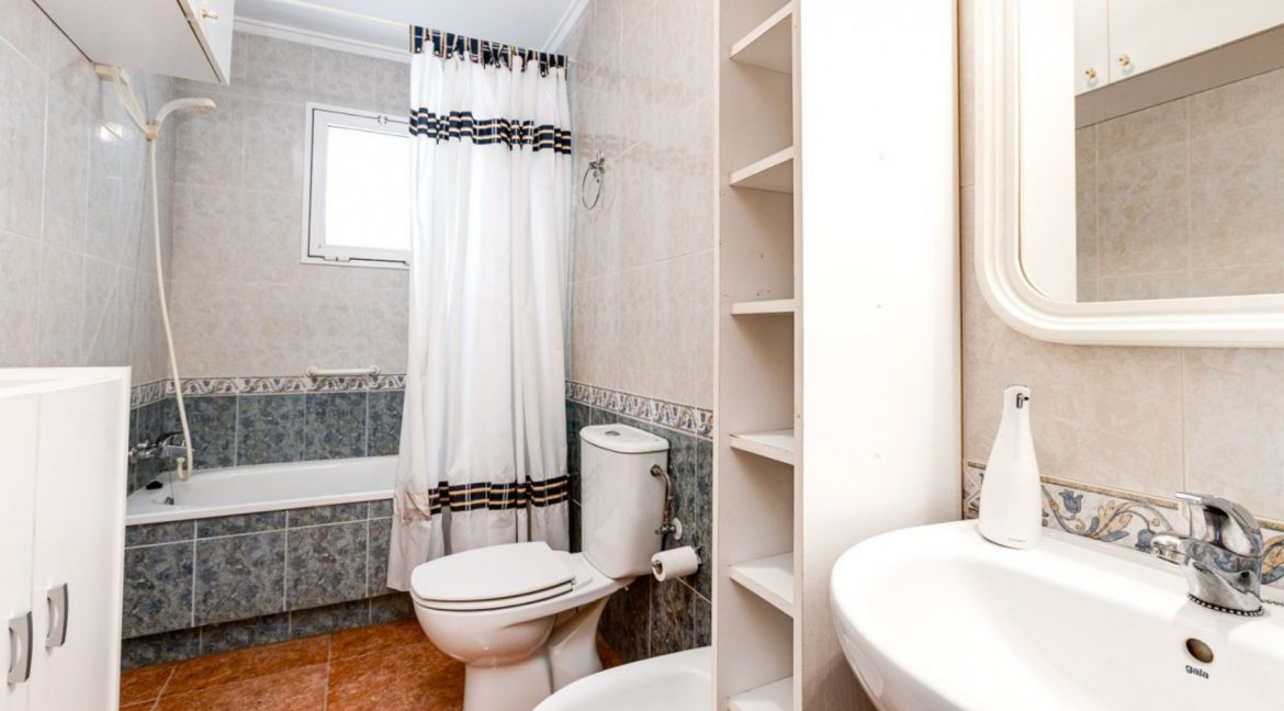 2 Bedrooms Apartment For Sale Close to Los Locos Beach - Torrevieja (12)