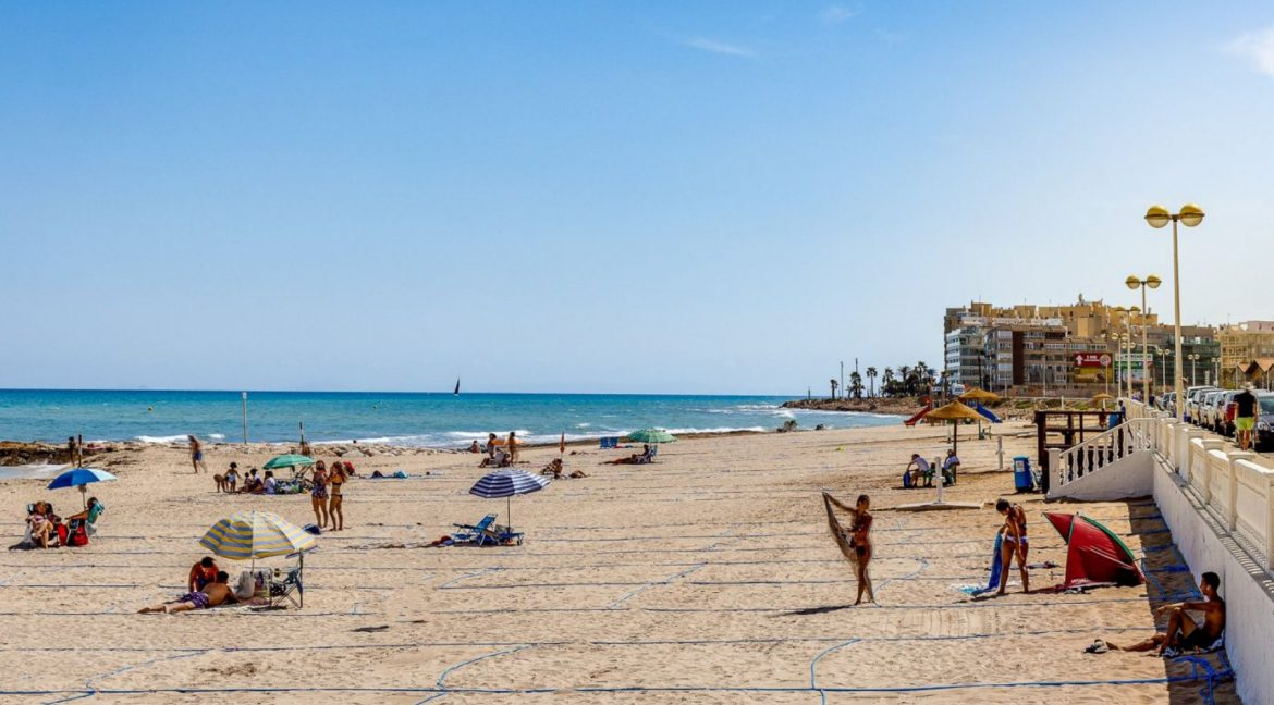 2 Bedrooms Apartment For Sale Close to Los Locos Beach - Torrevieja (2)
