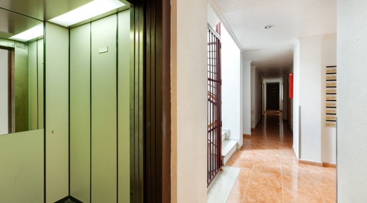 2 Bedrooms Apartment For Sale Close to Los Locos Beach - Torrevieja (24)