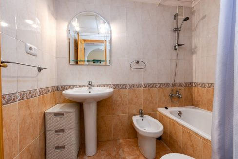 2 Bedrooms Apartment For Sale with Large Terrace in El Cura Beach - Torrevieja (13)