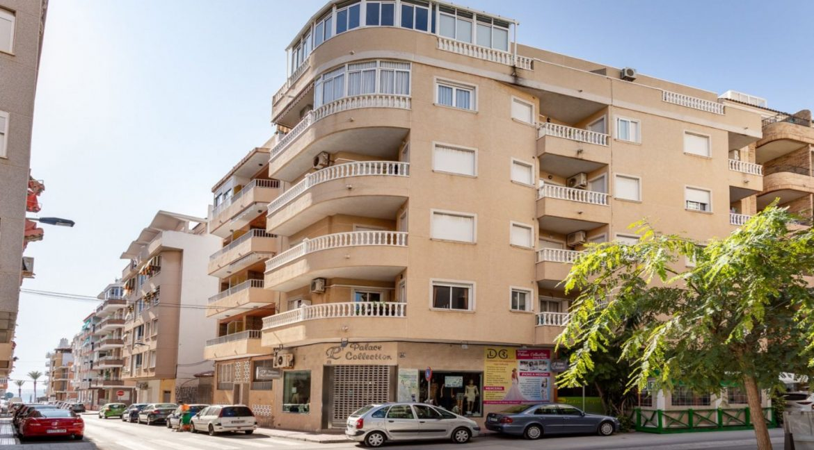 2 Bedrooms Apartment For Sale with Large Terrace in El Cura Beach - Torrevieja (16)