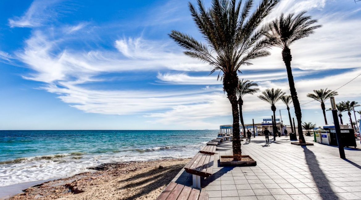 2 Bedrooms Apartment For Sale with Large Terrace in El Cura Beach - Torrevieja (17)