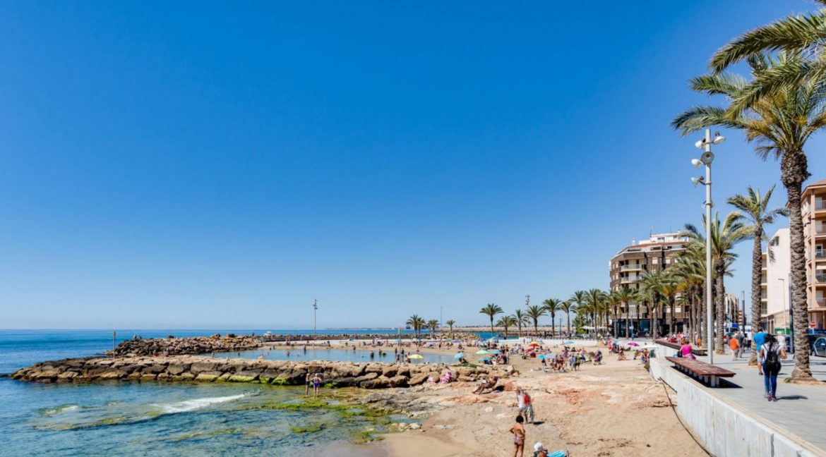 2 Bedrooms Apartment For Sale with Large Terrace in El Cura Beach - Torrevieja (18)