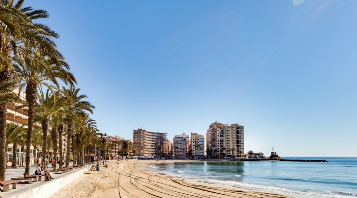 2 Bedrooms Apartment For Sale with Large Terrace in El Cura Beach - Torrevieja (19)