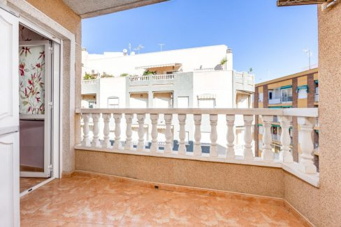 2 Bedrooms Apartment For Sale with Large Terrace in El Cura Beach - Torrevieja (2)