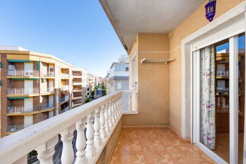 2 Bedrooms Apartment For Sale with Large Terrace in El Cura Beach - Torrevieja (3)