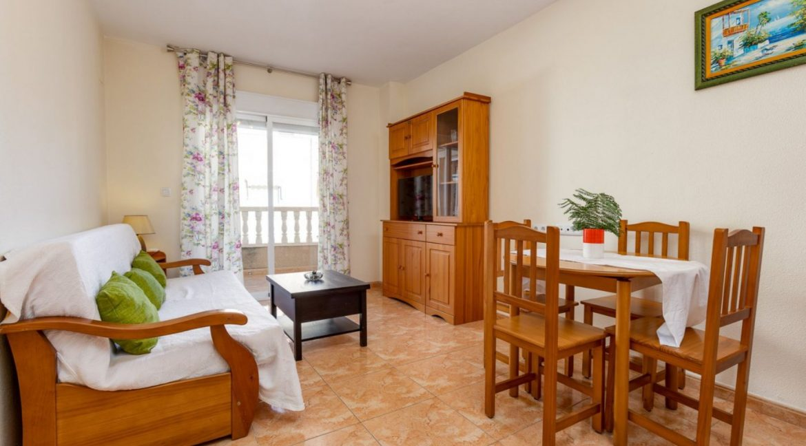 2 Bedrooms Apartment For Sale with Large Terrace in El Cura Beach - Torrevieja (4)
