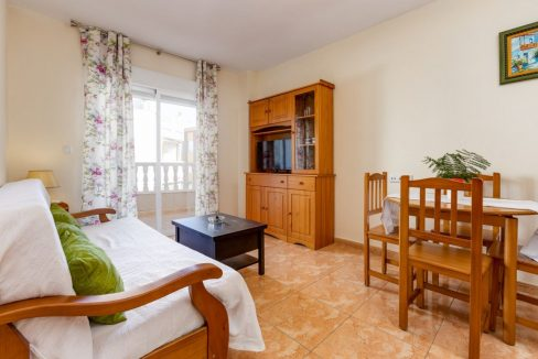 2 Bedrooms Apartment For Sale with Large Terrace in El Cura Beach - Torrevieja (5)