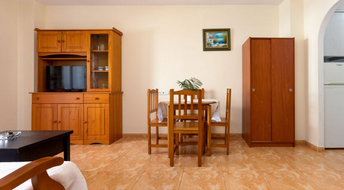 2 Bedrooms Apartment For Sale with Large Terrace in El Cura Beach - Torrevieja (7)
