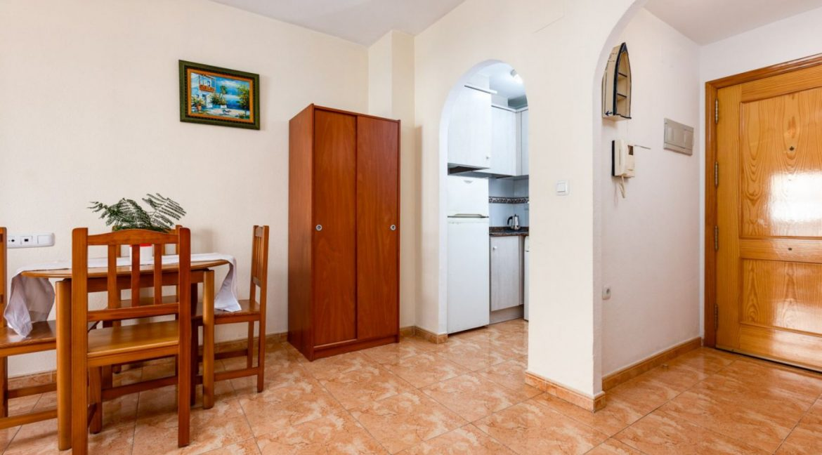 2 Bedrooms Apartment For Sale with Large Terrace in El Cura Beach - Torrevieja (9)