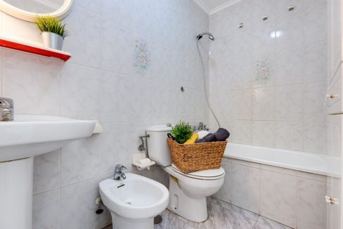 2 Bedrooms Apartment For Sale with Large Terrace in Torrevieja (10)