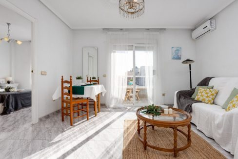 2 Bedrooms Apartment For Sale with Large Terrace in Torrevieja