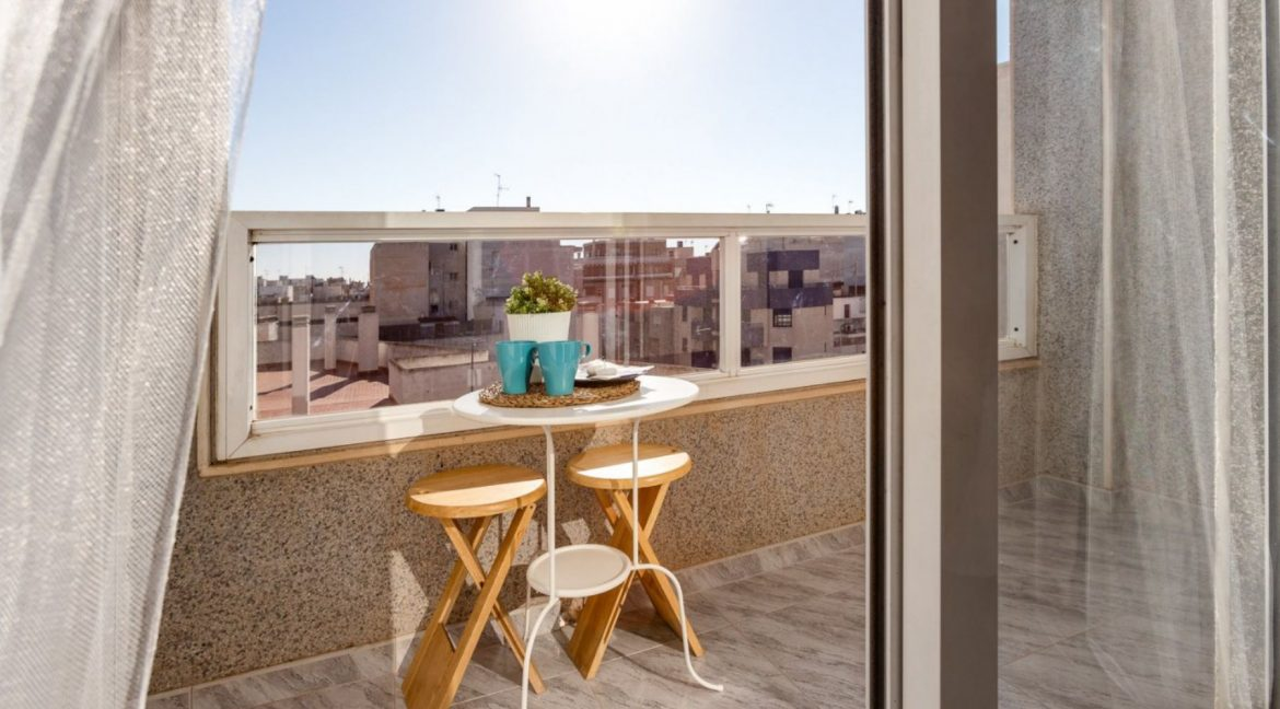 2 Bedrooms Apartment For Sale with Large Terrace in Torrevieja (3)