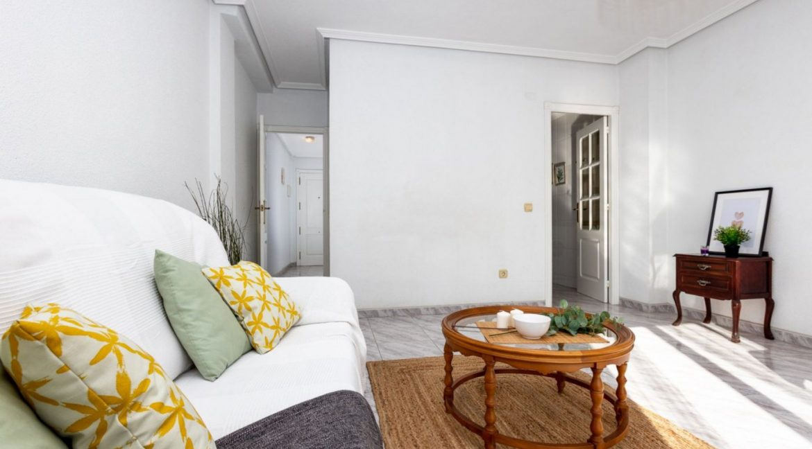 2 Bedrooms Apartment For Sale with Large Terrace in Torrevieja (6)