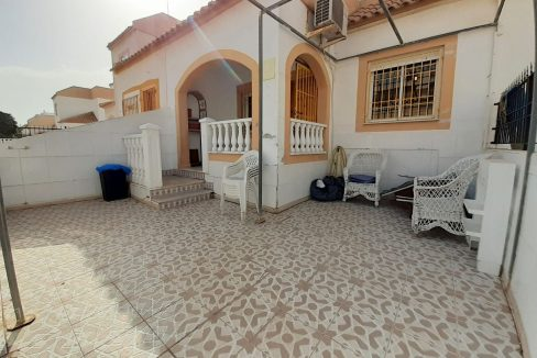 2 Bedrooms Semi-detached Bungalow with Private Solarium and Parking - Torrevieja