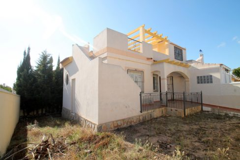 2 Bedrooms Townhouse For Sale in Torrevieja with Communal Pool and Private Solarium