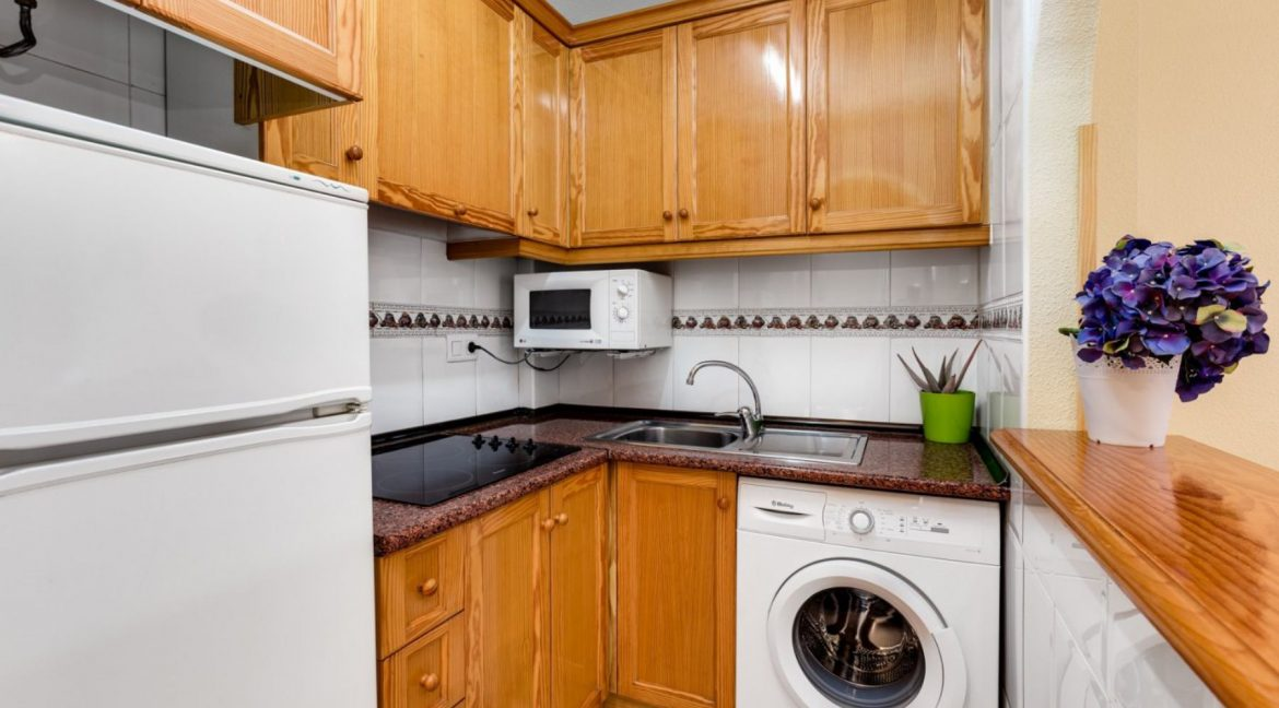 One Bedroom Apartment For Sale with Communal Pool in the Center of Torrevieja (12)