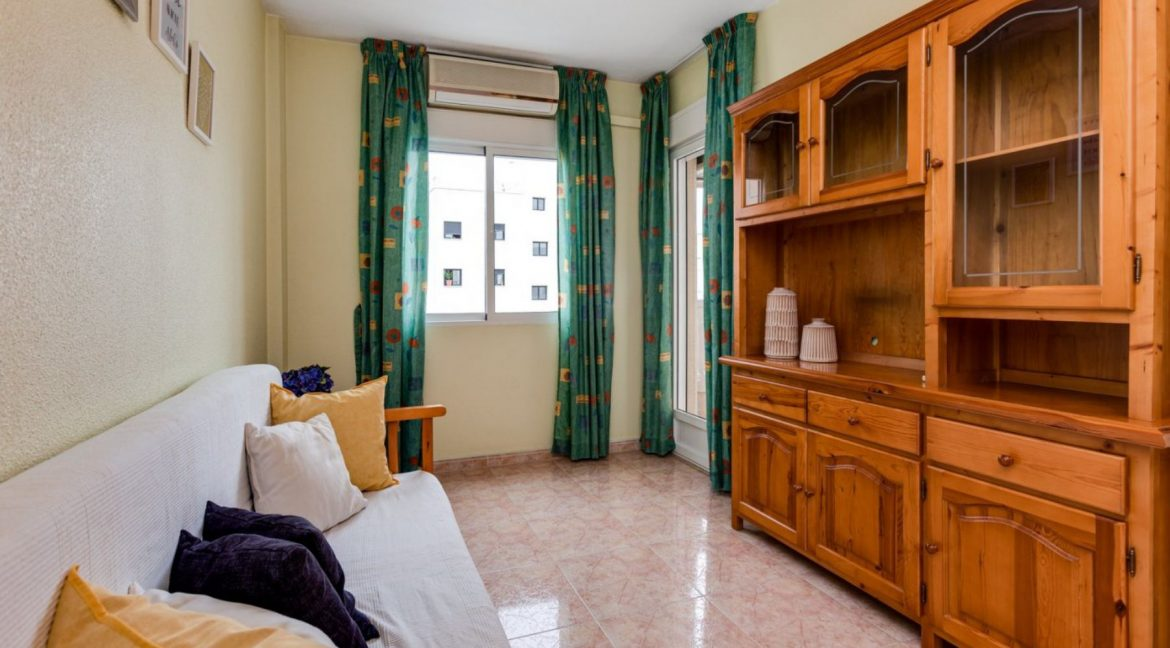 One Bedroom Apartment For Sale with Communal Pool in the Center of Torrevieja (13)