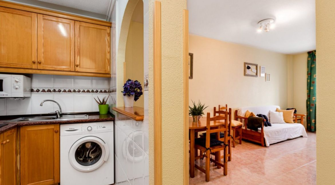 One Bedroom Apartment For Sale with Communal Pool in the Center of Torrevieja (15)