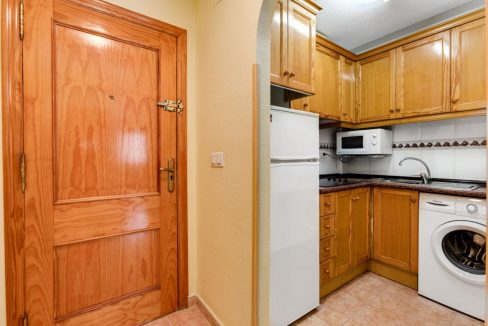 One Bedroom Apartment For Sale with Communal Pool in the Center of Torrevieja (16)