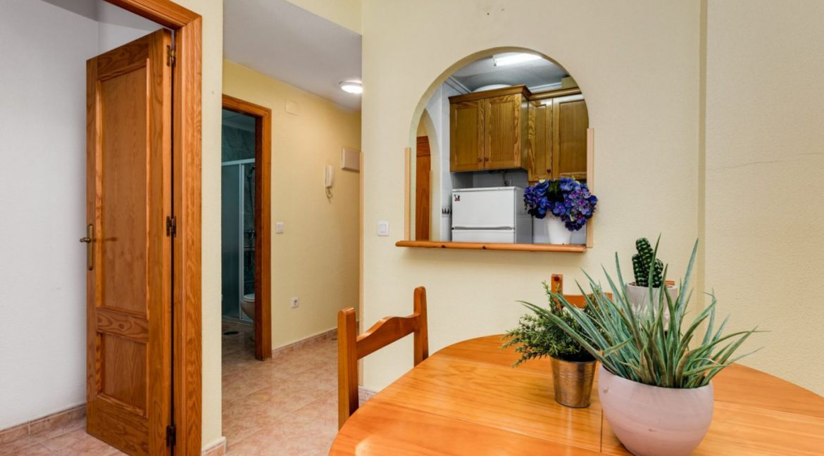 One Bedroom Apartment For Sale with Communal Pool in the Center of Torrevieja (17)