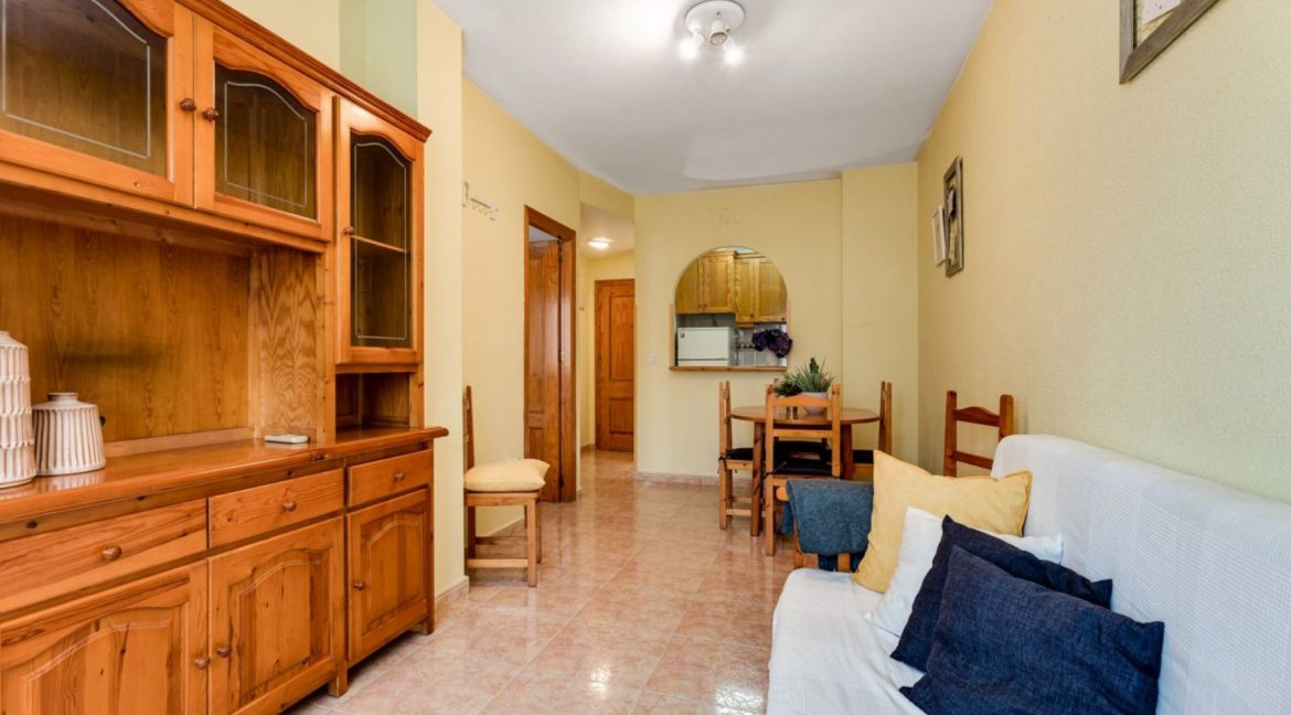 One Bedroom Apartment For Sale with Communal Pool in the Center of Torrevieja (18)