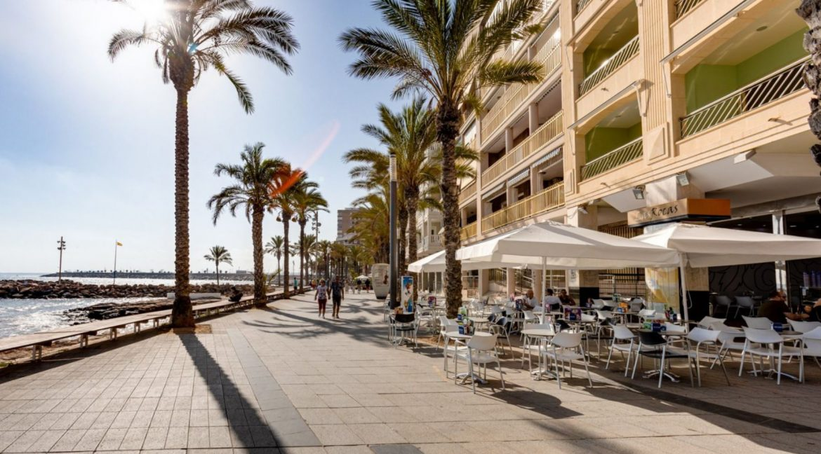 One Bedroom Apartment For Sale with Communal Pool in the Center of Torrevieja (20)