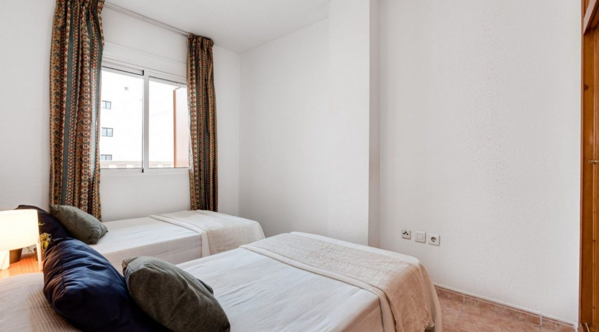 One Bedroom Apartment For Sale with Communal Pool in the Center of Torrevieja (23)