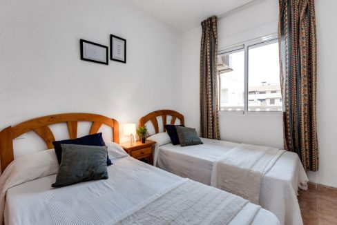 One Bedroom Apartment For Sale with Communal Pool in the Center of Torrevieja (24)
