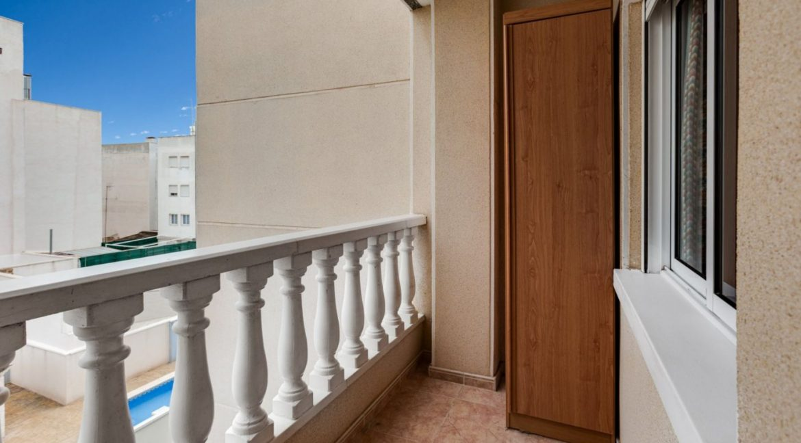 One Bedroom Apartment For Sale with Communal Pool in the Center of Torrevieja (26)