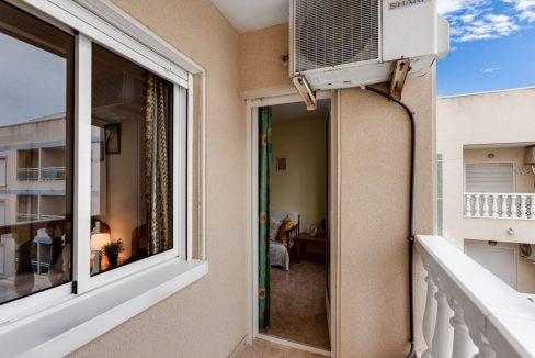 One Bedroom Apartment For Sale with Communal Pool in the Center of Torrevieja (27)