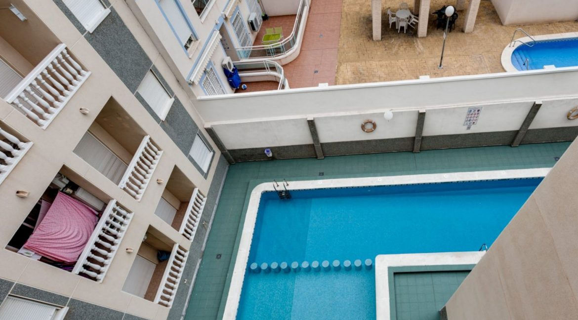 One Bedroom Apartment For Sale with Communal Pool in the Center of Torrevieja (28)