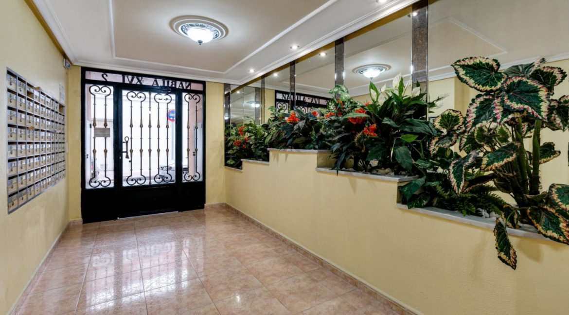 One Bedroom Apartment For Sale with Communal Pool in the Center of Torrevieja (29)