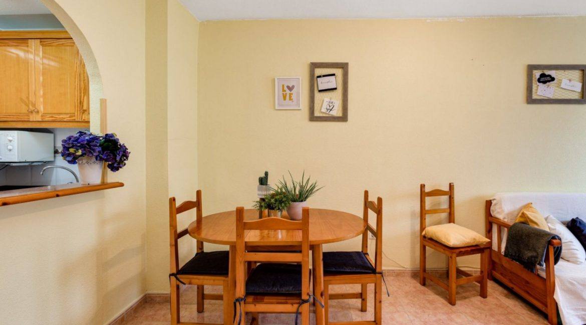 One Bedroom Apartment For Sale with Communal Pool in the Center of Torrevieja (7)