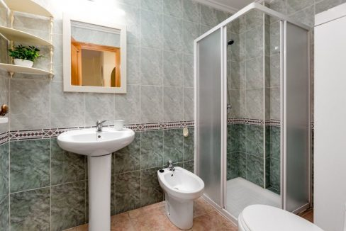 One Bedroom Apartment For Sale with Communal Pool in the Center of Torrevieja (8)