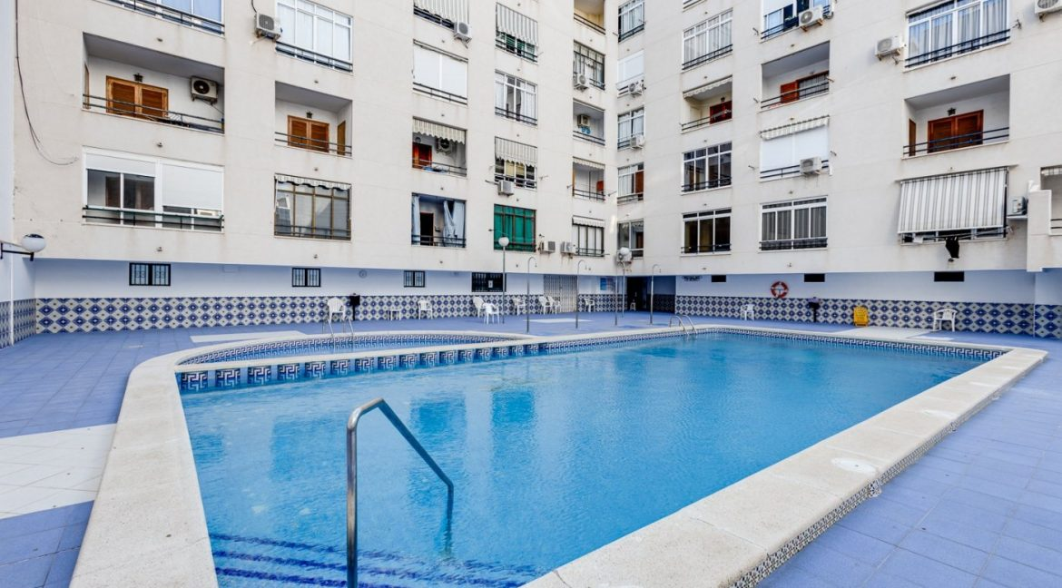 Studio For Sale in Torrevieja with Terrace and Swimming Pool (11)