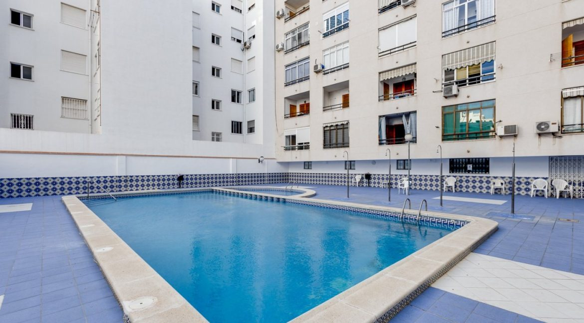 Studio For Sale in Torrevieja with Terrace and Swimming Pool (12)