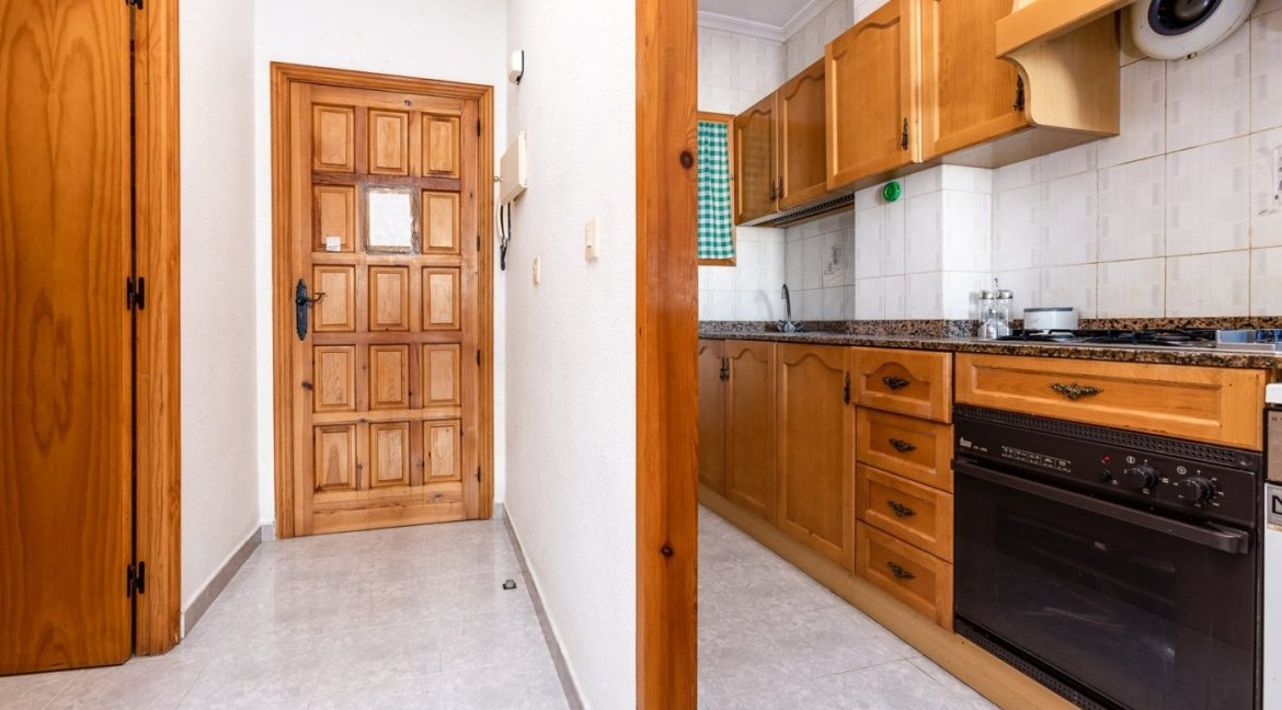 Studio For Sale in Torrevieja with Terrace and Swimming Pool (17)