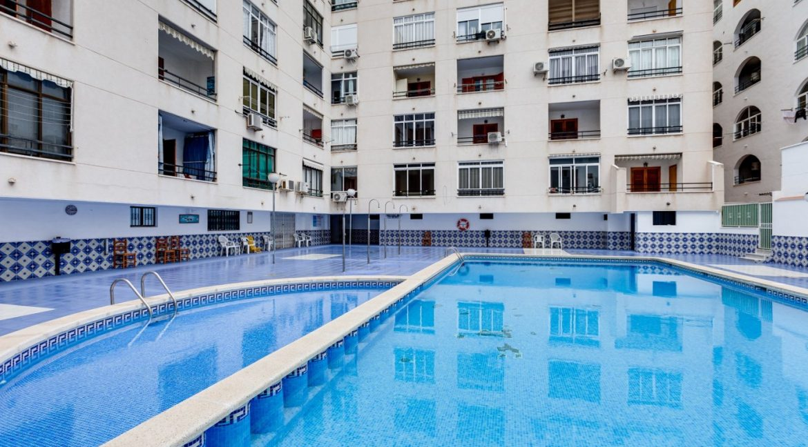 Studio For Sale in Torrevieja with Terrace and Swimming Pool (2)