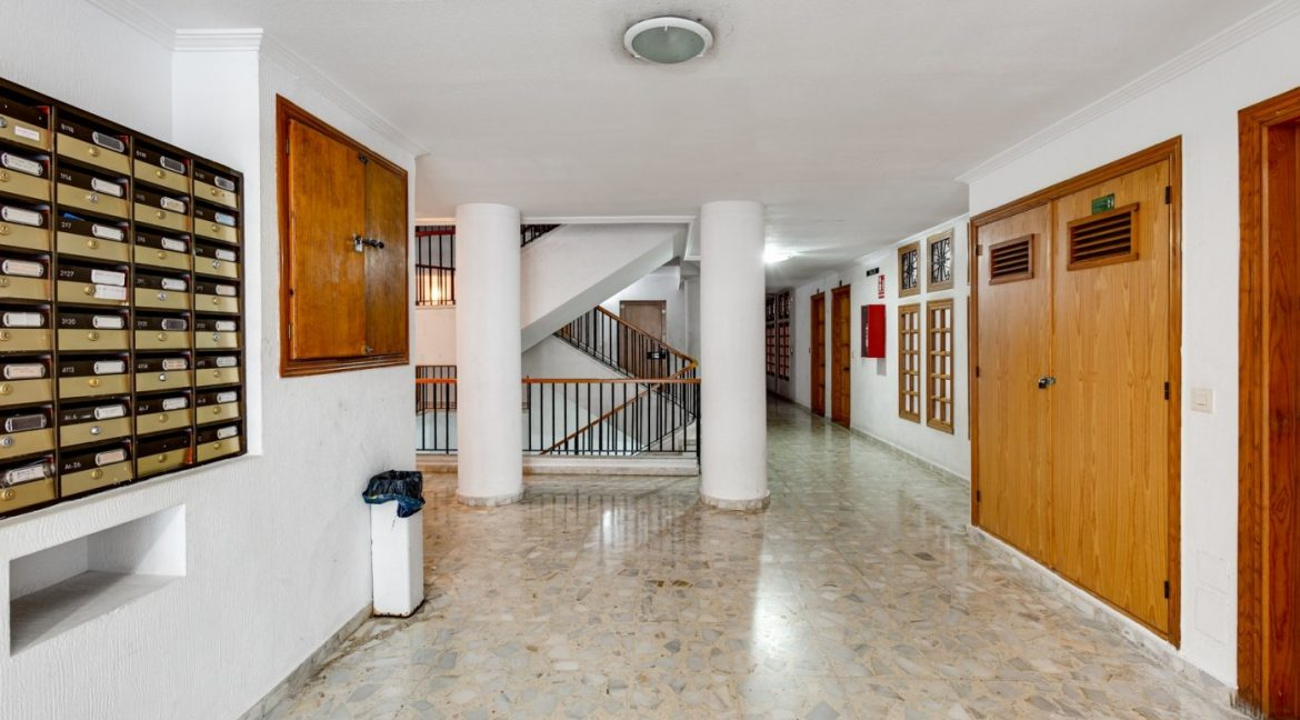 Studio For Sale in Torrevieja with Terrace and Swimming Pool (21)
