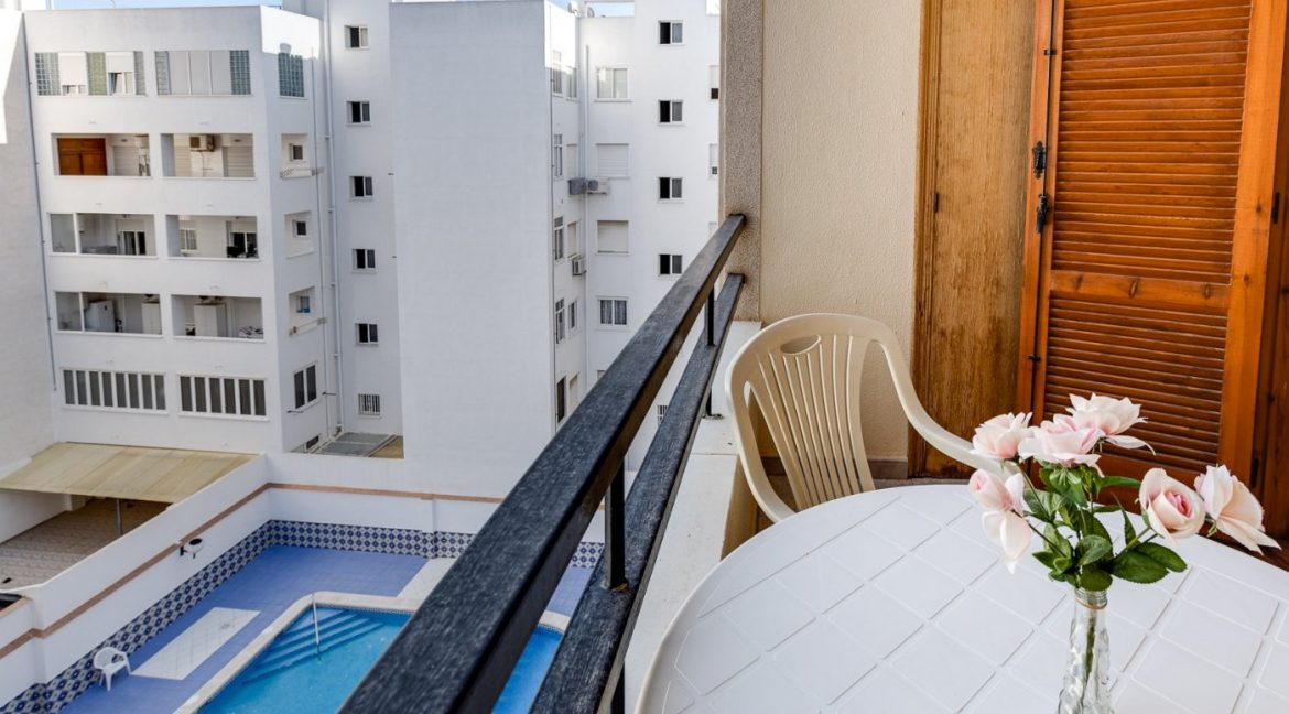 Studio For Sale in Torrevieja with Terrace and Swimming Pool (3)