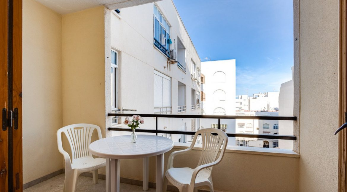 Studio For Sale in Torrevieja with Terrace and Swimming Pool (4)