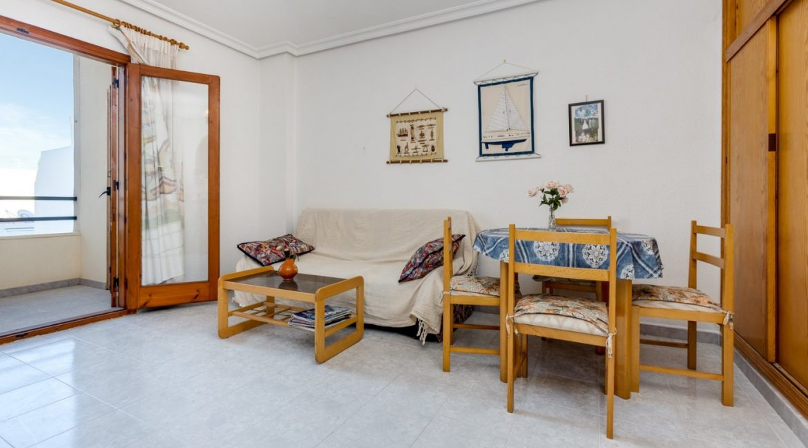Studio For Sale in Torrevieja with Terrace and Swimming Pool (5)