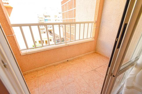 2 Bedrooms Apartments with Swimming Pool For Sale in Torrevieja Near Parque de las Naciones