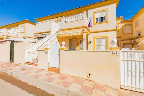 2 Bedrooms Upstairs Property For Sale Close to Zenia Boulevard - Orihuela Costa