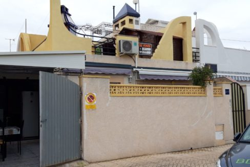 2 Bedrooms Bungalow with Private Solarium For Sale in Torrevieja
