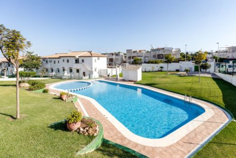 2 Bedrooms Bungalow with Solarium and swimming Pool For Sale in Los Balcones