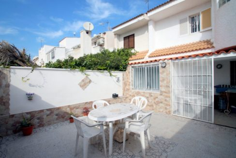 2 Bedrooms Townhouse with Front garden and Back Garden For Sale - Torrevieja