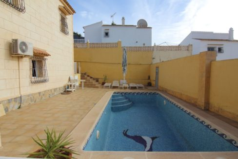3 Bedrooms Detached Villa with Swimming Pool and Big Plot For Sale in Orihuela Costa