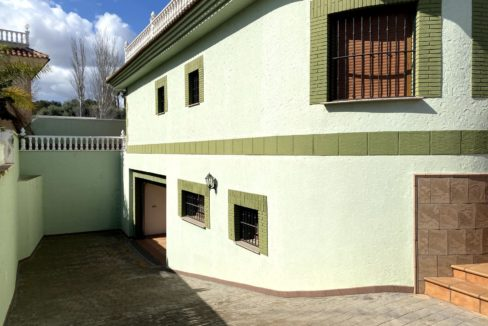 3 Bedrooms Villa with Basement and Private Pool For Sale in Los Balcones
